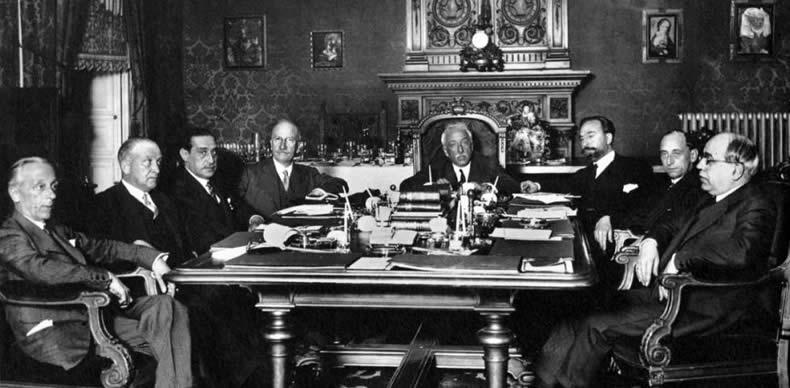 La primera reunión del Gobierno provisional el 15 de abril de 1931