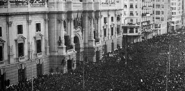 Celebración de la proclamación frente al Ayuntamiento de Valencia.